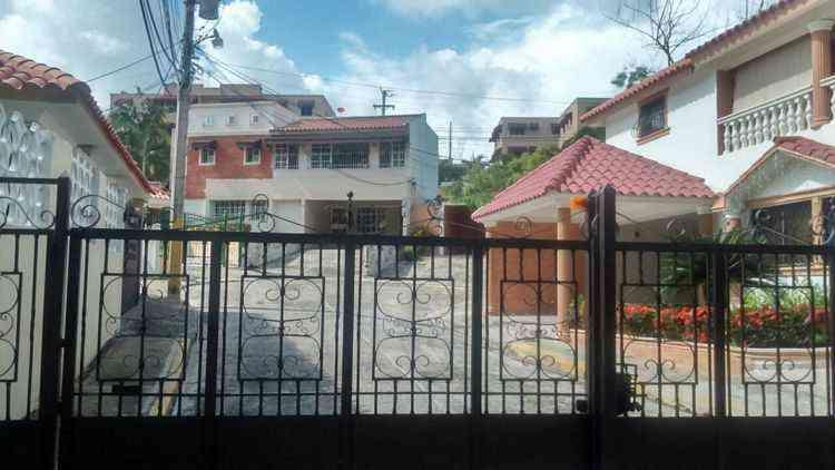 casa-en-venta-en-villa-claudia-altos-de-arroyo-hondo-21-2440